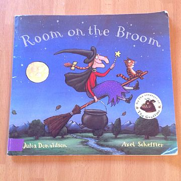 cocuklar-icin-kitap-onerileri-room-on-the-broom-by-julia-donaldson-3-yas-ve-uzeri